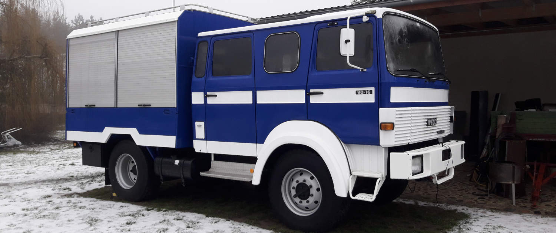 Iveco 90-16 als Expeditionsmobil mit verstärkten Stoßdämpfern von Marquart