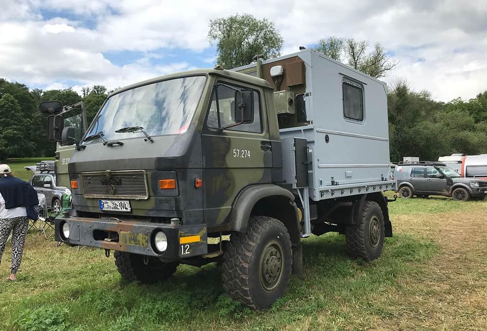 MAN G90 mit Kofferaufbau und verstärkten Stoßdämpfern von Marquart