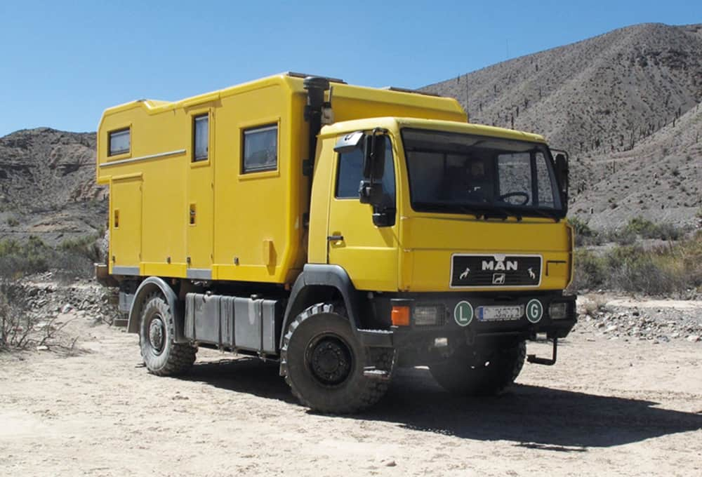 MAN-Expeditionsmobil mit verstärkten Stoßdämpfern von Marquart